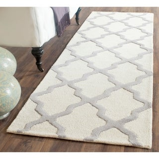 Safavieh Handmade Cambridge Ivory/ Silver Wool Rug (2'6 x 14')