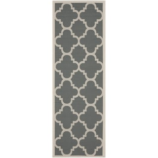 Safavieh Courtyard Quatrefoil Grey/ Beige Indoor/ Outdoor Rug (2'3 x 9')