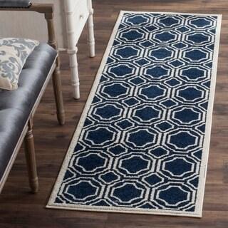 Safavieh Indoor/ Outdoor Amherst Navy/ Ivory Rug (2'3 x 9')