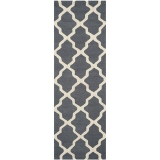 "Safavieh Handmade Cambridge Dark Grey/ Ivory Wool Rug - 2'6"" x 20'"