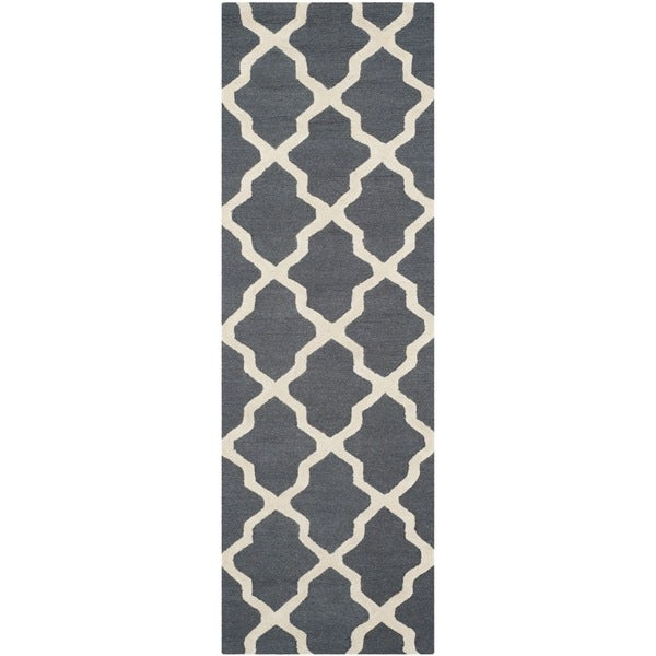 Safavieh Handmade Cambridge Dark Grey/ Ivory Wool Rug - 2'6 x 6'
