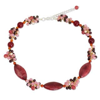 Handcrafted Pearl Garnet 'Red Lily Garland' Choker (Thailand)