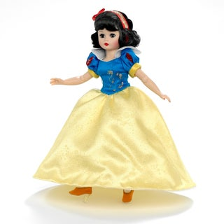 Disney Showcase Snow White Doll