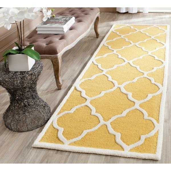 Safavieh Handmade Moroccan Cambridge Gold/ Ivory Wool Rug - 2'6 x 8'
