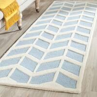 Safavieh Handmade Moroccan Cambridge Blue/ Ivory Wool Rug - 2'6 x 8'