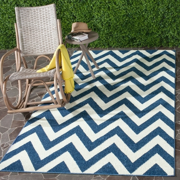 Safavieh Indoor/ Outdoor Amherst Navy/ Beige Rug - 9' x 12'