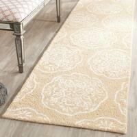 Safavieh Handmade Bella Beige/ White Wool Rug - 2'3 x 8'
