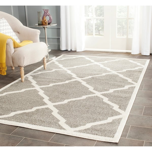 Safavieh Indoor/ Outdoor Amherst Dark Grey/ Beige Rug - 9' x 12'