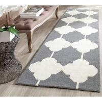 Safavieh Handmade Moroccan Cambridge Dark Grey/ Ivory Wool Rug - 2'6 x 8'