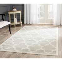 Safavieh Indoor/ Outdoor Amherst Light Grey/ Beige Rug - 4' x 6'