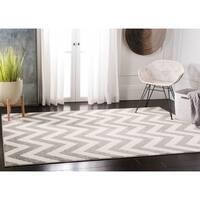 Safavieh Indoor/ Outdoor Amherst Dark Grey/ Beige Rug - 5' x 8'
