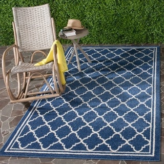 Safavieh Indoor/ Outdoor Amherst Navy/ Beige Rug (5' x 8')