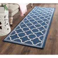 Safavieh Indoor/ Outdoor Amherst Navy/ Beige Rug - 2'3 x 11'