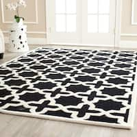 Safavieh Handmade Moroccan Cambridge Black/ Ivory Wool Rug - 4' x 6'