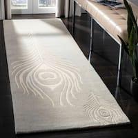 Safavieh Hand-Tufted Soho Grey/ Ivory Wool/ Viscose Rug - 2'6 x 6'