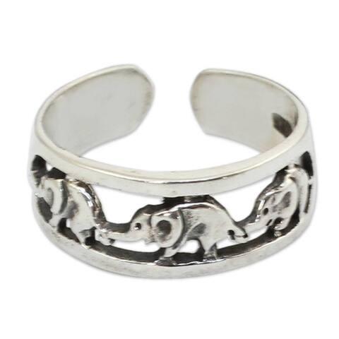 Handmade Elephant Walk Sterling Silver Toe Ring (Thailand)
