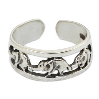 Handmade Sterling Silver 'Elephant Walk' Toe Ring (Thailand)