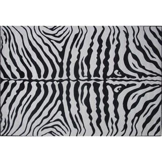 Zebra Skin Black Nylon Area Rug (5'3 x 7'6)