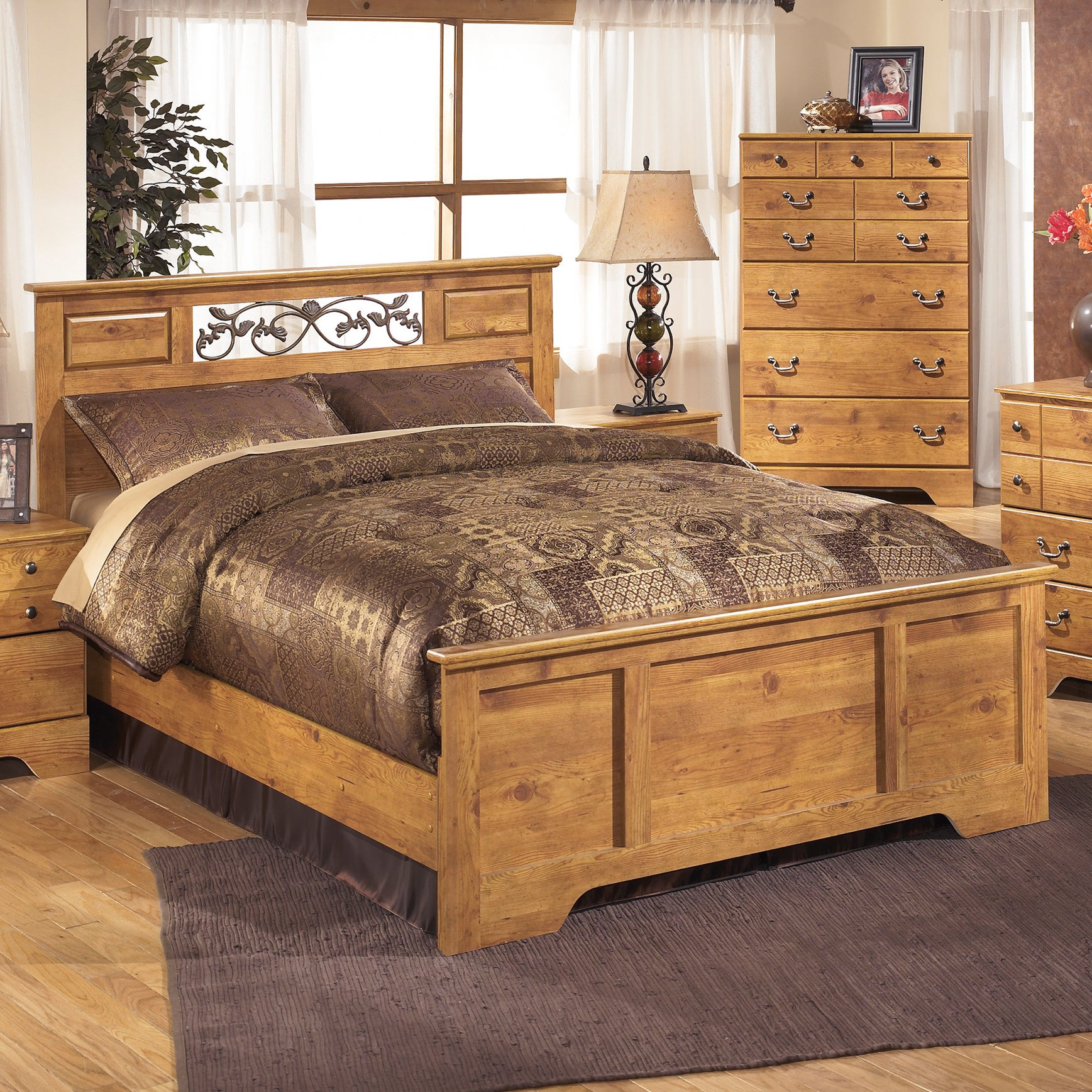 Ashley Bittersweet Queen-size Panel Bed (Queen Panel Bed)...