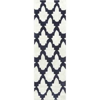 """Hand-tufted Eloise Polyester Rug (2'6"""" x 8')"""