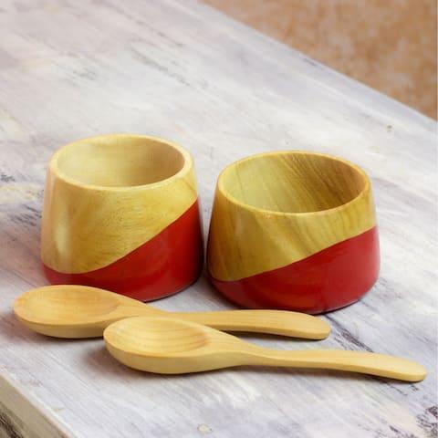 Handmade Set of 2 Palo Blanco Wood 'Spicy Red' Salsa Bowls (Guatemala)