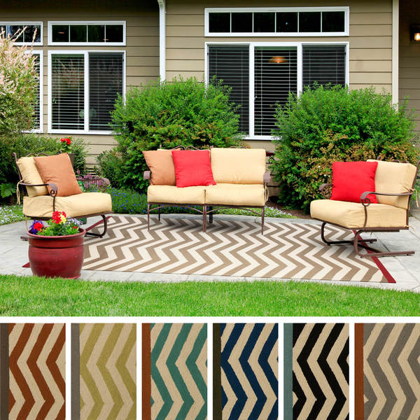 Hand-Hooked Maxine Chevron Indoor/Outdoor Polypropylene