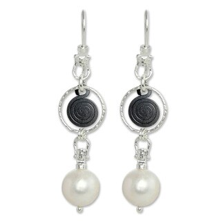 Handmade Sterling Silver 'Popocateptl Rocks' 10 mm Pearl Earrings (Mexico)
