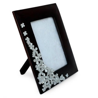 Mango Wood Pewter 'Summer Clover' Photo Frame (4x6) (Thailand)