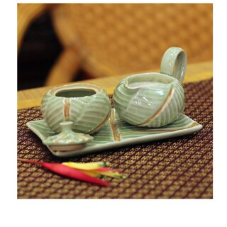 Handmade Celadon Set of 2 Ceramic Leaf Sugar Bowl and Creamer (Thailand)