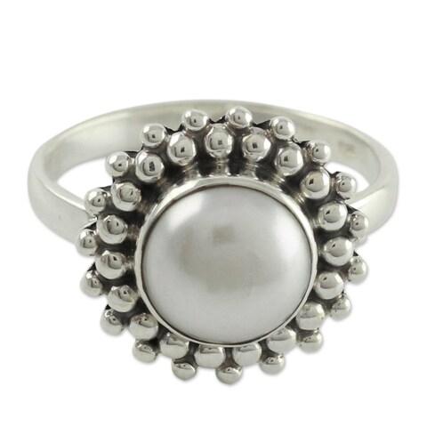 Handmade Cultured Pearl 'Kolkata Halo' Sterling Silver Cocktail Ring (India)