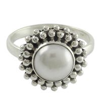 Handmade Cultured Pearl 'Kolkata Halo' Sterling Silver Cocktail Ring (India)