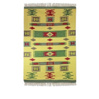 Handmade Wool 'Tribal Sunshine' Dhurrie Rug (4x6) (India)