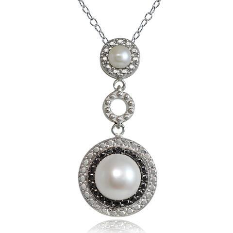 Glitzy Rocks Sterling Silver Freshwater Pearl Black Diamond Necklace (8 mm)