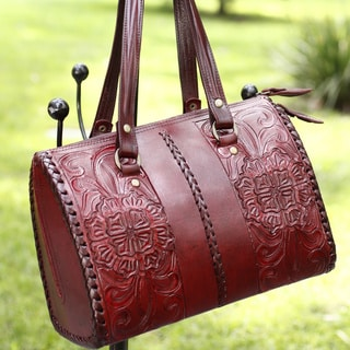 Handcrafted Leather Tonala Burgundy Zipper Shoulder Bag (Mexico)