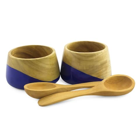 Handmade Set of 2 Palo Blanco Wood 'Spicy Blue' Salsa Bowls (Guatemala)