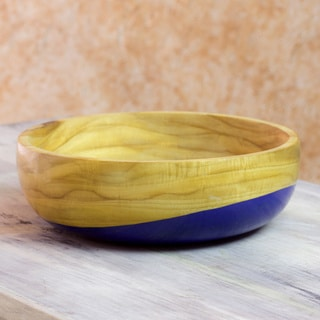 Handcrafted Palo Blanco Wood 'Spicy Blue' Bowl (medium) (Guatemala)