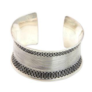 Handmade Sterling Silver 'Sukawati Lace' Cuff Bracelet (Indonesia)
