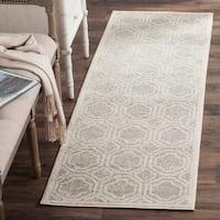 Safavieh Indoor/ Outdoor Amherst Light Grey/ Ivory Rug - 2'3 x 7'