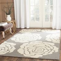 Safavieh Handmade Cambridge Dark Grey/ Ivory Wool Rug - 5' x 8'
