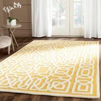Safavieh Handmade Cambridge Gold/ Ivory Wool Rug - 6' x 9'