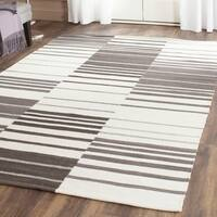 Safavieh Hand-Woven Kilim Brown/ Ivory Wool Rug - 5' x 8'