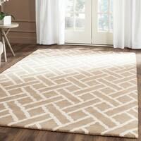 Safavieh Handmade Chatham Beige/ Ivory Wool Rug (5' x 8') - 5' x 8'