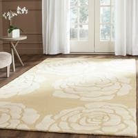 Safavieh Handmade Cambridge Light Gold/ Ivory Wool Rug - 5' x 8'