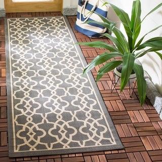 Safavieh Courtyard Geometric Poolside Grey/ Beige Indoor/ Outdoor Rug (2'7 x 8'2)