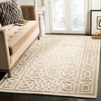 Safavieh Handmade Cambridge Beige/ Ivory Wool Rug - 5' x 8'