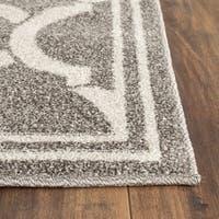 Safavieh Indoor/ Outdoor Amherst Dark Grey/ Beige Rug - 2'6 x 4'