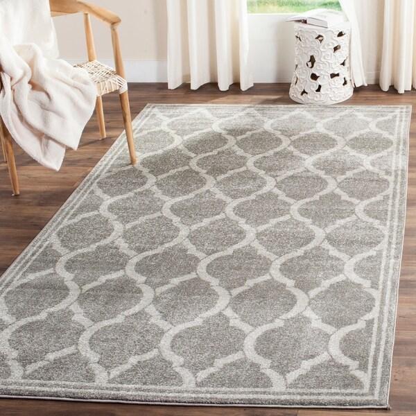Safavieh Indoor/ Outdoor Amherst Grey/ Light Grey Rug - 9' x 12'