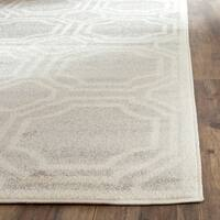 Safavieh Indoor/ Outdoor Amherst Light Grey/ Ivory Rug - 2'6 x 4'