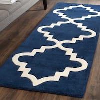 Safavieh Handmade Chatham Dark Blue/ Ivory Wool Rug (2'3 x 7')