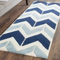 Safavieh Handmade Chatham Dark Blue/ Light Blue Wool Rug - 2'3 x 7'